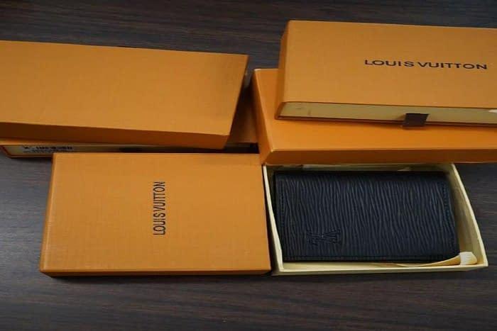 $405K of Fake Handbags/Wallets Seized by US Customs